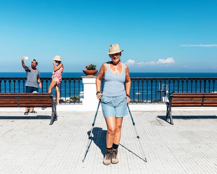 Saskia Noort is klaar voor de klim op Stromboli.  Beeld Rebecca Fertinel
