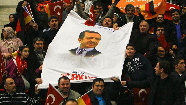 Aanhangers van Erdogan in februari in Düsseldorf. Beeld reuters