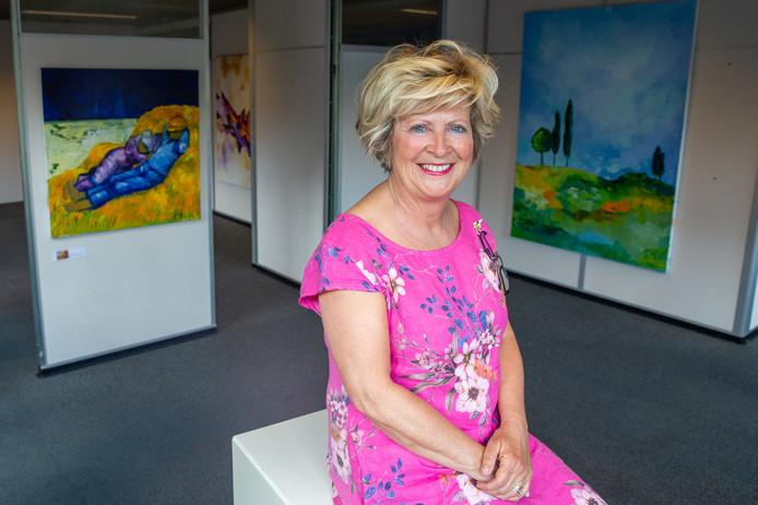 Kunstenaar Jeanne Jeurissen heeft de komende weken haar eigen expositie in het nieuwe Kunsthuis in Wijchen, gevestigd in het voormalige gemeentehuis.
