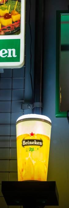 Bierverkeer gestremd: Kunnen al die flesjes Heineken de Rotterdamse haven wel bereiken?