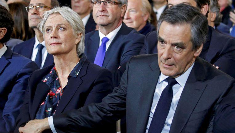 Fillon met zijn vrouw. Beeld Reuters