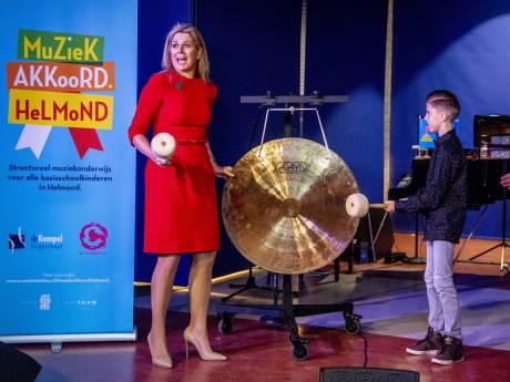 Koningin Máxima heeft het naar de zin in Helmond bij ondertekening MuziekAkkoord