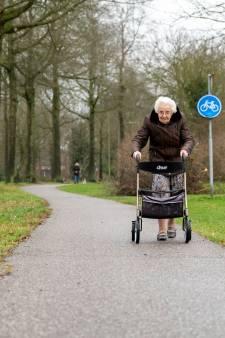 Neeltje (86) loopt elke dag uren met haar rollator: 'Dit is mijn Mercedes'