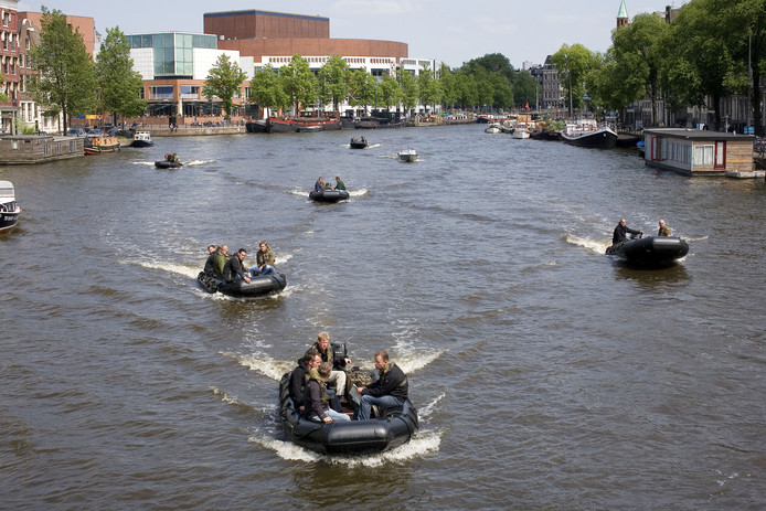 Rubber boten in Amsterdam, zaterdag gaan rubber bootjes over de Dommel in Den Bosch.