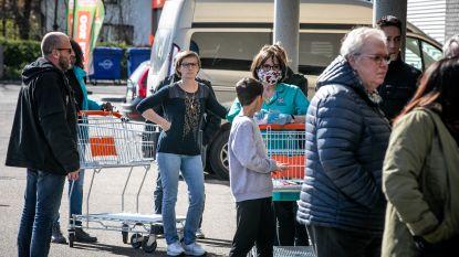 """Kortrijk geeft zorg- en hulppersoneel voorrang om boodschappen te doen: """"Niet meer in wachtrij staan"""""""