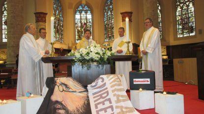Volle kerk voor viering 10 jaar heiligverklaring Damiaan
