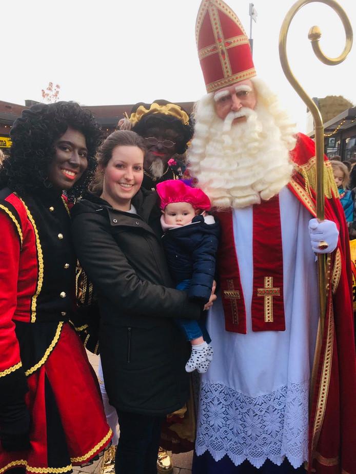 De kleine Lize maakte in Gorinchem voor het eerst kennis met Sint en zijn Pieten.