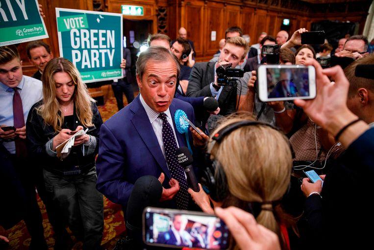 Leider van de Brexitpartij Nigel Farage spreekt met de pers, 27 mei 2019. Beeld AFP