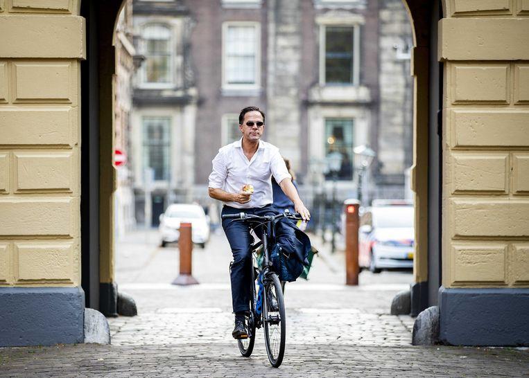 Premier Mark Rutte komt vrijdag aan op het Binnenhof voor de wekelijkse ministerraad. Beeld Remko de Waal / ANP