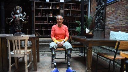 Chinees van 69 met twee geamputeerde benen bereikt top Mount Everest