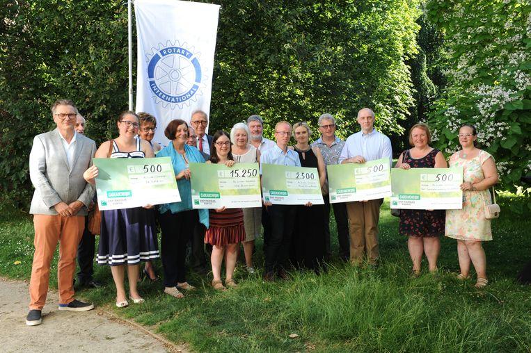 Rotary Linter-Getedal mocht vijf cheques uitdelen aan goede doelen.