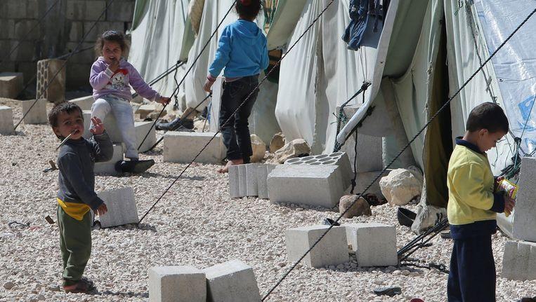 Syrische kinderen in een vluchtelingenkamp in Mafraq, een stad in Jordanië vlakbij de grens met Syrië. Beeld afp