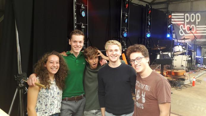 Willem Bennenbroek (tweede van rechts) trad met zijn bandje Sixth Sense in Veghel op voor koningin Máxima.