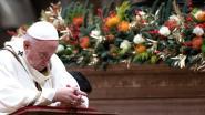 Paus predikt tijdens kerstnachtmis onbaatzuchtige christelijke liefdadigheid