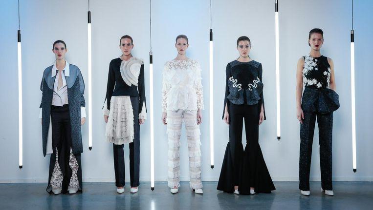 Modellen tonen het werk van Anbasja Blanken Beeld Peter Stigter