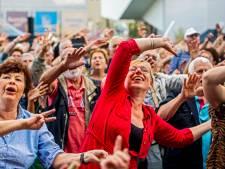 Er 'even inkomen' is nergens voor nodig: Rotterdam zingt 4 uur lang ieder woord mee