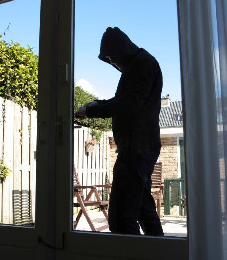 Ook hier daalt het aantal inbraken en niet omdat we meer thuis zijn: 'Inbrekers switchen naar cybercrime'