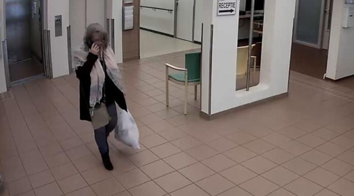 La fraudeuse s'est enfuie avec sa carte bancaire.