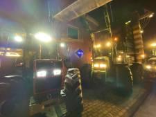 Boeren protesteren met tractoren bij politiebureau na arrestatie collega