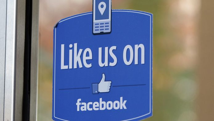 Een deur van het Facebook-hoofdkantoor in Menlo Park in Californië.