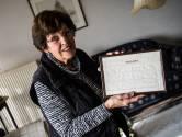 Naaiwerkje uit 1921 herinnert Truus (83) aan haar moeder: 'Dierbaar bezit uit m'n kinderjaren'
