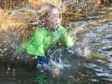 Duik in modderige sloot tijdens kidssurvival in Vollenhove