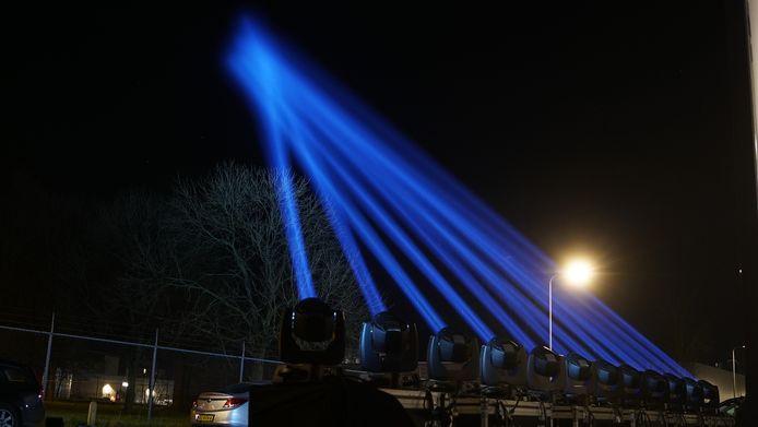 Light The Sky: ook in Deventer werd meegedaan aan het initiatief om de hemel te verlichting voor onze 'helden van de samenleving'