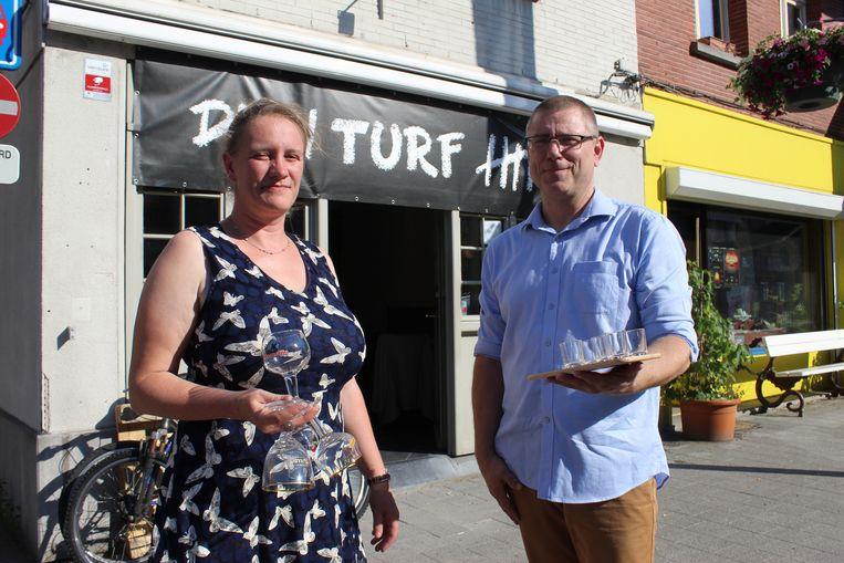 Ellen De Muynck en Kris Jacobus van café Den Turf in Eeklo.