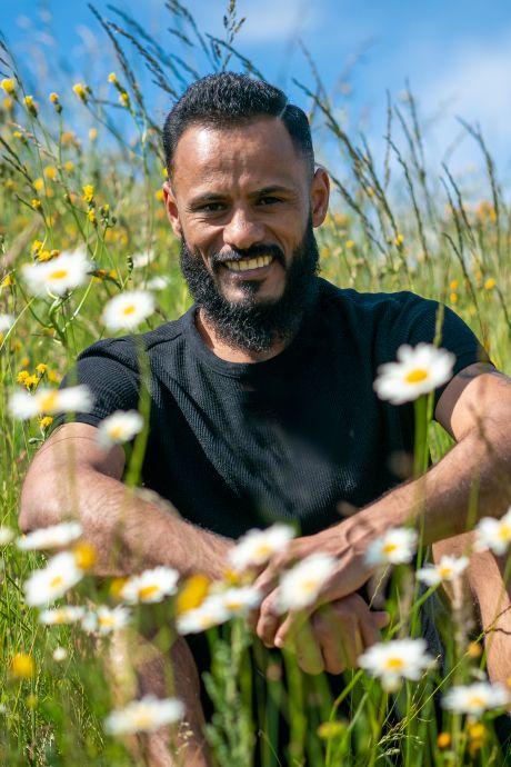 Multicultureel sprookje in de Betuwe: hoe ex-prof uit Irak voor de liefde in de Nederlandse voetbalkelder belandt