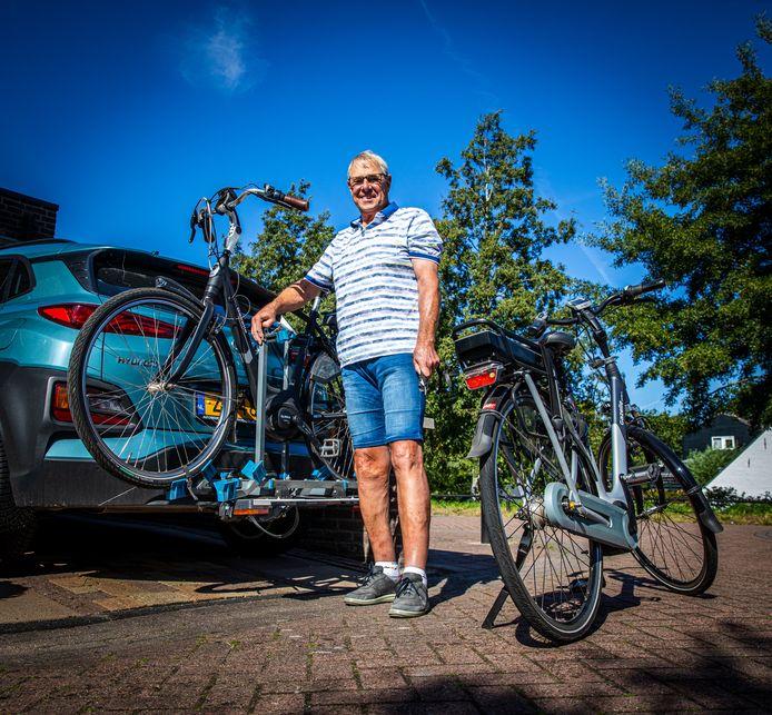 Fietsfanaat John Timmermans uit Puttershoek. 'Ik denk dat mijn vrouw en ik wel drie, vier keer in de week gaan fietsen.'