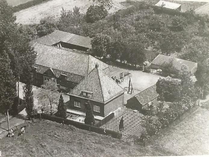 Boerderij Kinderzorg in de Ruwaard zoals die werd herbouwd na een brand in 1932