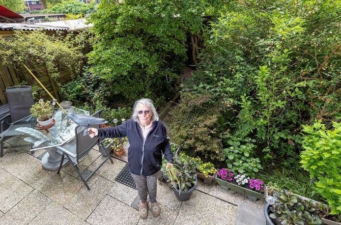 Mieke Carlier in haar tuin in Transvaal.