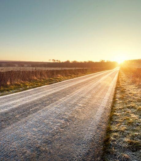 Plaques de givre et neige: prudence sur les routes