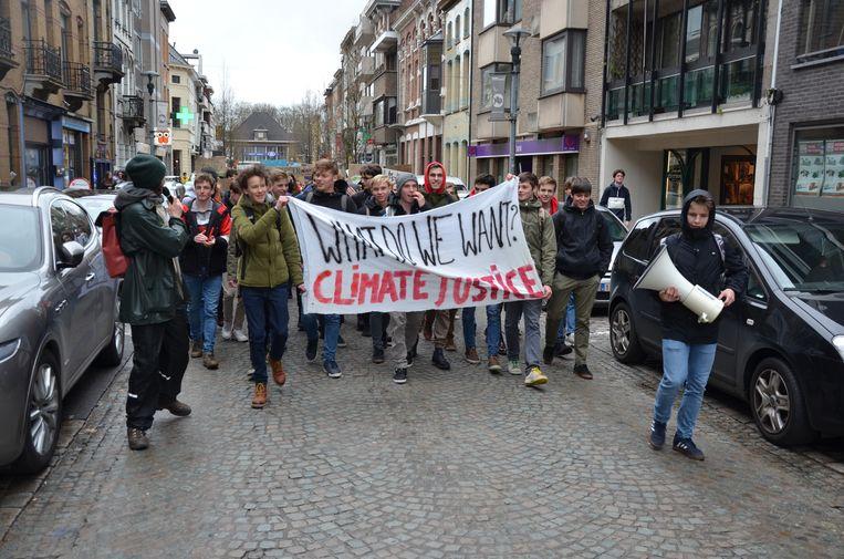 De leerlingen van het Sint-Lodewijkscollege namen het initiatief voor de Lokerse klimaatstoet.