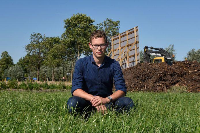 """Job van Meijeren bij woningbouwproject Weidz in zijn woonplaats Zegveld. ,,Ik ben er echt trots op dat na zeven jaar sleuren, duwen en trekken er eindelijk huizen worden gebouwd in Zegveld. Voor dit soort dingen ben ik de politiek in gegaan."""""""