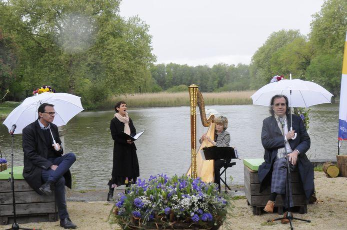 Sopraan Elke Janssens werd begeleid met harp.