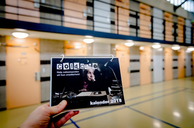 Een coldcasekalender 2018 in de Penitentiaire Inrichting (PI) in Zoetermeer. In 2017 werd door de kalender bij negen oude zaken het politieonderzoek heropend of onderzocht een coldcaseteam de mogelijkheden daartoe. Beeld ANP