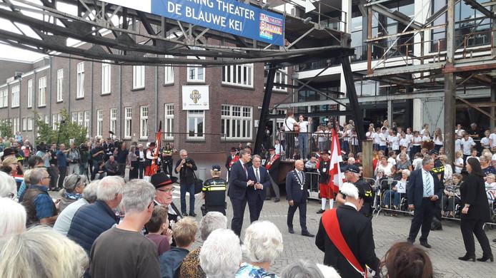 Burgemeester Van Rooij en de Commissaris van de Koning bij Noordkade.