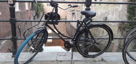 Swapfiets met blauwe voorband breidt uit met elektrische fiets