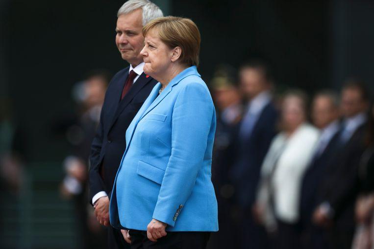 Merkel bij het bezoek van de Finse premier Antti Rinne vanmorgen. Het is de derde keer in drie weken dat Merkel (hevig) beeft.