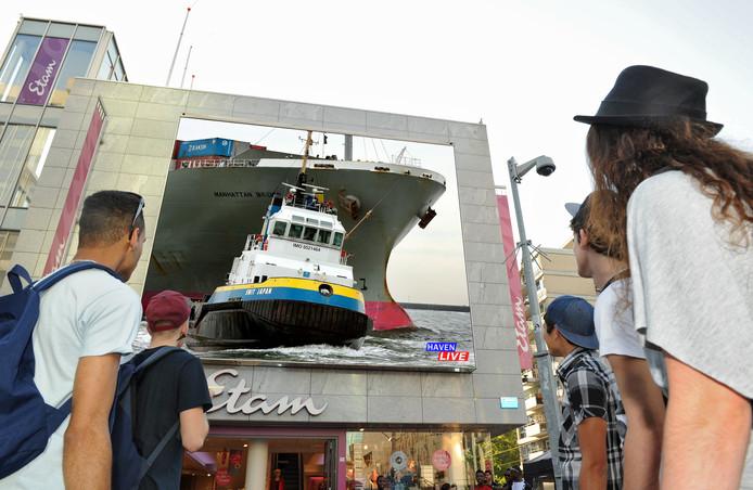 Eerder gebruikte de Rotterdamse haven ook een groot beeldscherm om de haven meer te laten leven onder de inwoners en bezoekers van de havenstad.