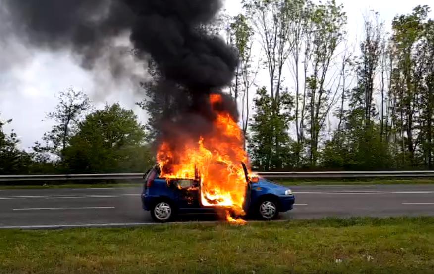 De auto van Jelle stond in lichterlaaie