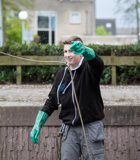 Stan uit Wageningen vist na tientallen fietsen nu een eeuwenoude pijl op