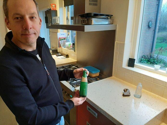 De kans dat Stef Hoitink door dit flesje besmet raakte is nihil: het model werd tussen 1950 en 1970 gebruikt en lag dus al tientallen jaren in het groen.