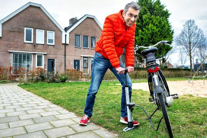 OOSTERHOUT - Rob Beckers uit Oosterhout wil jongeren oproepen op 29 februari een goede daad te verrichten voor een medemens. Zware boodschappen dragen voor een oudere of een fiets repareren voor iemand die daar zelf niet aan toe komt bijvoorbeeld.