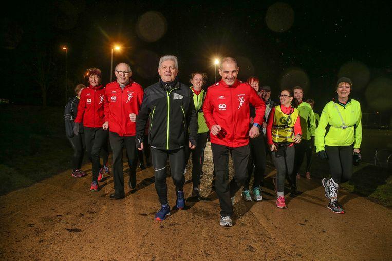 Roland De Jonge en Eddy Verstichel - respectievelijk 67 en 63 jaar - zijn steevast paraat op de training van hun loopclub.