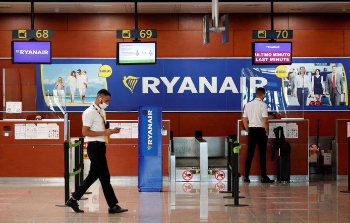 Helemaal geen drukte aan de Ryanair-balie op de luchthaven van Barcelona. Foto uit juli 2020.