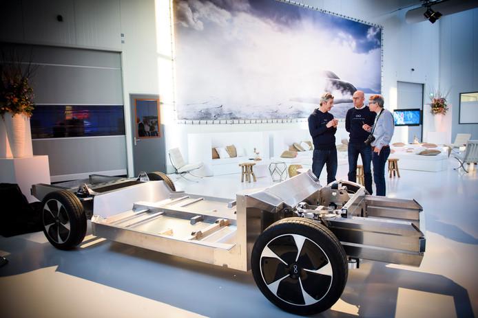 HELMOND - De bouwer van auto's op zonne-energie Lightyear neemt zijn productiehal in Helmond in gebruik. Tussen 15 en 16 u kunnen bezoekers virtueel een ritje maken.