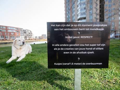 Met gevatte tekst spoort Marc uit Apeldoorn zijn buurtgenoten aan de poep van hun hond op te ruimen