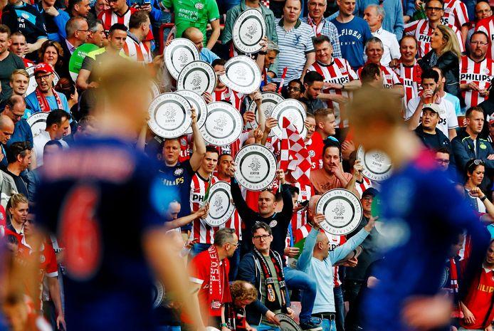PSV-supporters vieren het kampioenschap van 2018.